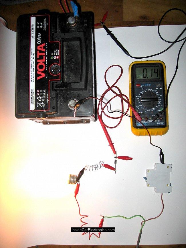 вольта ж при полной зарядке акомулятора автомобиля