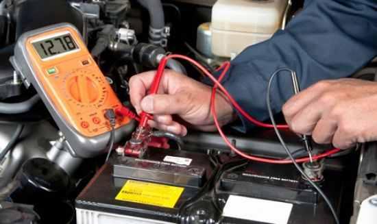 Welche Spannung zum Aufladen des Wagens? Wie man eine Autobatterie ...